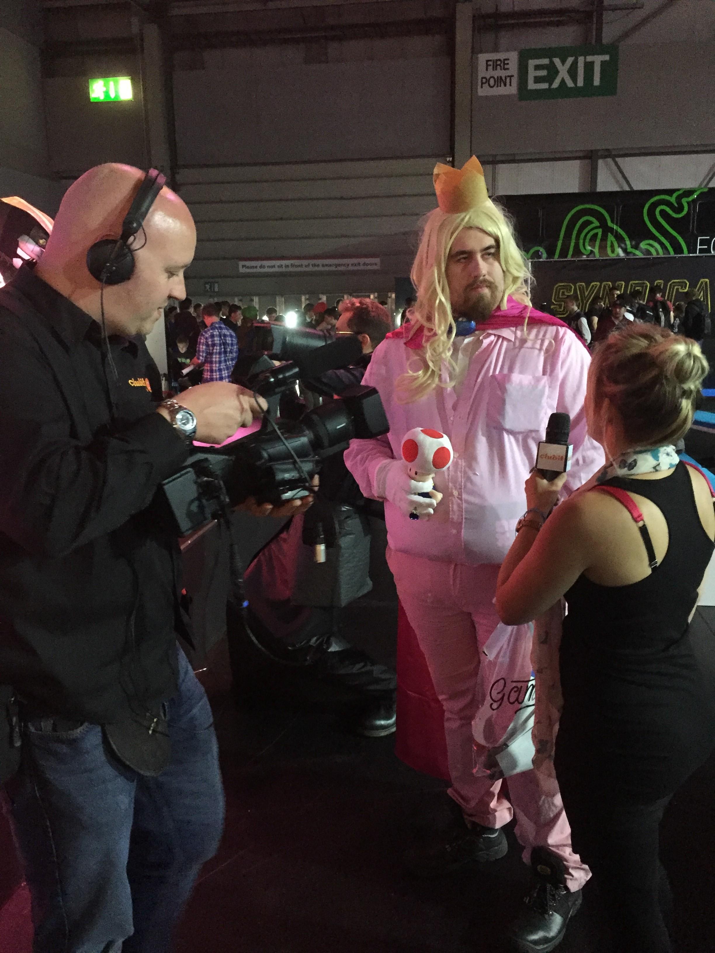 Princess Peach Cosplay at EGX 2015